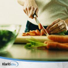 Konsumsilah makanan sehat buatan rumah, mengkonsumsi makanan cepat saji lebih dari 2 kali dalam seminggu dapat meningkatkan resiko diabetes mellitus hingga dua kali lipat, ini dikarenakan makanan ini memiliki kandungan lemak trans yang dapat menyebabkan berat badan meningkat dengan sangat cepat dan juga tingginya lemak pada perut dapat memicu terjadinya resistensi insulin
