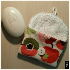 Soap bag plastic free travel terry and cotton DIY sewing instructions - Upcycled Crafts Fabric Crafts, Sewing Crafts, Sewing Projects, Diy Couture, Cotton Bag, Diy And Crafts, Upcycled Crafts, Geek Stuff, Soap