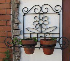 Porta vaso para se instalar na parede, vasos não incluídos.   R$ 198,00 42cm por 40cm e profindidade de 29cm.   josianepadua@terra.com.b...