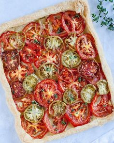 This Rustic Heirloom Tomato Tart celebrates the end of summer in a delicious way. It's sweet, savory, and fresh, making for a crowd-pleasing snack. Entree Vegan, Vegan Dinner Recipes, Tart Recipes, Delicious Vegan Recipes, Vegan Dinners, Vegan Vegetarian, Vegetarian Recipes, Vegan Pizza, Vegan Foods