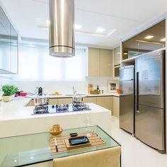 Cozinha linda e aconchegante by @mariliabezerraarquiteta e Silestone by @companhiadomarmore  SNAP: Decoredecor Project: Marilia Bezerra  ARCHITECTURE | INTERIORS | KITCHEN