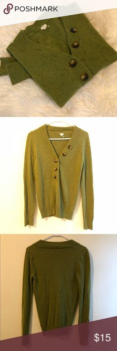 J. CREW cashmere/wool sweater SO cozy! lightly worn: no flaws, slight pilling is pictured  I'm usually a medium, but I can just fit into this (aka it could probably fit a small!) J. Crew Sweaters
