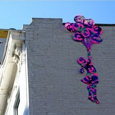 Extreme Knitting and Crochet Art - A yarn bombing project by Olek, a homage to Banksy graffiti Knit Art, Crochet Art, Crochet Patterns, Freeform Crochet, Crochet Ideas, Guerilla Knitting, Extreme Knitting, Its A Girl Balloons, Crochet World