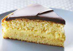 La torta Boston es el postre oficial de Massachusetts desde1996.   Es ideal para hacer y compartir ya que es un bizcocho de vainilla, relleno de crema pastelera y bañado en chocolate.   Prueba la receta de Anna Olson, ¡les gustará a todos! http://elgour.me/1JPQrId  #elgourmet #TuCanalDeCocina #Dulces