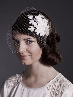 weddings,bridal fascinator and birdcage veil in ivory ,vintage style headpiece with leaves
