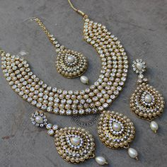 Designer Indian jewelry – indian jewelry stores, indian jewelry stores in atlant… - Gold Jewelry Tikka Jewelry, India Jewelry, Body Jewelry, Gold Jewellery, Jewelry Sets, Jewelry Accessories, Pakistani Jewelry, Indian Wedding Jewelry, Indian Jewellery Design