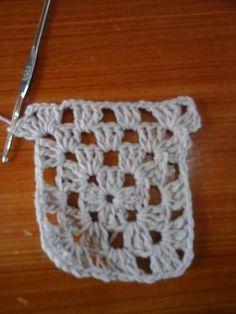 camisola grannys crochet-otakulandia.es (5) Crochet Blouse, Crochet Poncho, Crochet Lace, Crochet Tops, Hippie Crochet, Beautiful Crochet, Lace Tops, Holidays And Events, Crochet Clothes