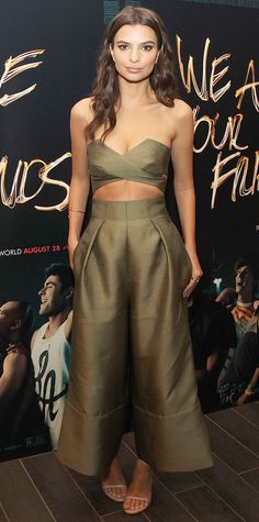 Emily Ratajkowski bared a sliver of midriff at the We Are Your Friends photo call. #celebrity #supermodels