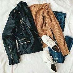 casual womens fashion that look trendy! Fashion Mode, Look Fashion, Winter Fashion, Fashion Outfits, Fashion Trends, Flat Lay Fashion, Fashion Ideas, Jackets Fashion, Fashion Black