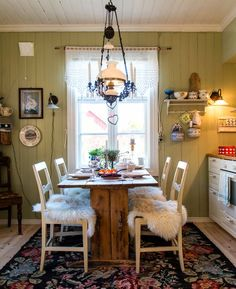 Kitchen Dining, Dining Table, Dining Room Inspiration, Country Farmhouse Decor, Scandinavian Home, Interior Design Kitchen, Beautiful Homes, Sweet Home, House Design