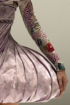 Alexander McQueen-- attention to detail! Gorg!