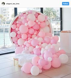 Pretty in pink! And what a feature! This has me dreaming up balloon backdrops for a DIY photo booth regram Balloon Installation, Balloon Backdrop, Balloon Wall, Balloon Garland, Balloon Columns, Balloon Ideas, Balloons Galore, Up Balloons, Glitter Balloons