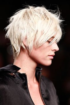 Short hairstyles: the most beautiful cuts for short hair Edgy Hair Beautiful Cuts Hair Hairstyles Short Edgy Short Haircuts, Short Choppy Hair, Short Hairstyles For Women, Short Hair Cuts, Short Rocker Hair, Edgy Hairstyles, Beautiful Hairstyles, Hair Trends, Hair Inspiration