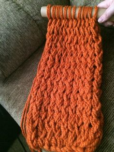 Knitting Patterns Arm Nieces new project. Like arm knitting but tightet :) Just picture Finger Crochet, Knit Or Crochet, Crochet Crafts, Yarn Crafts, Hand Crochet, Crochet Projects, Sewing Crafts, Finger Knitting Projects, Crotchet