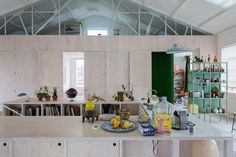 Dyvik Kahlen Architects have converted a former London warehouse into a contemporary and vibrant live/ work space for an artist and his family.