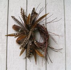 Primitive Twig Wreath Wild Turkey Feather by RusticTwigandVine Feather Wreath, Twig Wreath, Feather Crafts, Feather Art, Antler Wreath, Turkey Feathers, Pheasant Feathers, Arrangements Funéraires, Couronne Diy