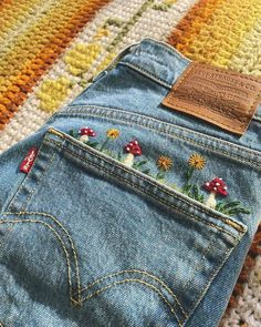 Embroidery On Clothes, Embroidered Clothes, Embroidery Patterns, Jeans With Embroidery, Jean Embroidery, Indian Embroidery Designs, Basic Embroidery Stitches, Diy Fashion, Ideias Fashion