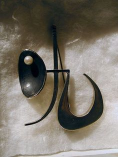 Peter Macchiarini: Abstract Pearl Brooch