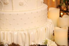 Love the wedding cake! P5 Breaking Dawn Wedding