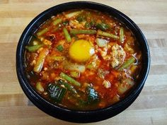 Soondubu jjigae (hot and spicy soft tofu stew: 순두부찌개)