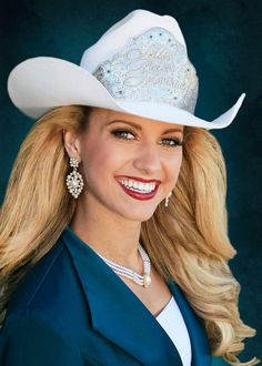 Hot Country Girls, Southern Girls, Queen Photos, Queen Pictures, Cow Girl, Gaucho, Cowgirl Photography, Rodeo Girls, Rodeo Queen