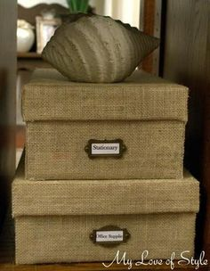 Jessica's discussion on Hometalk. DIY Custom Burlap Storage Box - Turn your old shoe boxes into custom storage boxes with this quick and easy DIY Custom Burlap Storage Box Tutorial Burlap Projects, Burlap Crafts, Diy Home Decor Projects, Home Crafts, Do It Yourself Videos, Tube Carton, Diy Rangement, Diy Storage, Storage Ideas