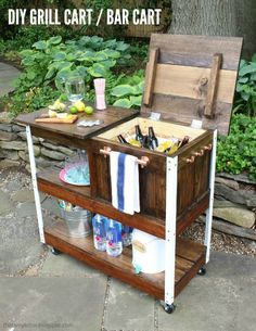 DIY Grill Cart or Bar Cart - Jaime Costiglio - Antonia Myran - DIY Grill Cart or Bar Cart - Jaime Costiglio A DIY tutorial to build an outdoor bar cart complete with free plans. You can serve and store cold drinks outdoors with this portable bar cart. Outdoor Bar Cart, Diy Outdoor Bar, Outdoor Kitchen Design, Party Outdoor, Outdoor Cooler, Rustic Outdoor, Diy Bar Cart, Bar Cart Decor, Bar Carts