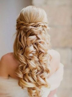 71 Breathtaking Wedding Hairstyles With Curls | HappyWedd.com #PinoftheDay #breathtaking #wedding #hairstyles #curls #WeddingHairstyles