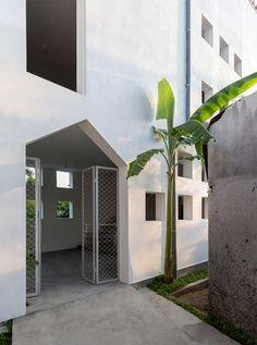 The Cul-de-sac house by Nguyen Khac Phuoc Architects
