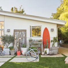 Tour This Charming California Cottage and its Secret Garden - Coastal Living Mobile Modern Coastal, Coastal Living, Coastal Decor, Coastal Gardens, Coastal Homes, Stamped Concrete, Concrete Patio, Hamptons Decor, Screened In Porch