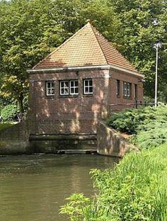Waterkrachtcentrale Sluis 15, Roeven
