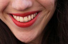 Margaux porte le Rouge délicieusement brillant La Petite Robe Noire de Guerlain, dans la teinte « Red Heels » (29,50€). #lips #lisptick #red