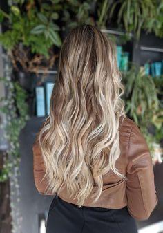 Dimensional Blond Cute Hair Color Ideas 2019 Cute Hair Colors, Hair Dye Colors, Cool Hair Color, Unique Hairstyles, Messy Hairstyles, Dimensional Blonde, Latest Hair Color, Hair Highlights, Hair Inspo