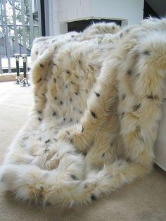 fur blanket looks so cozy!