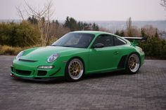 Porsche 997 GT3 RS shaves off weight and adds more power