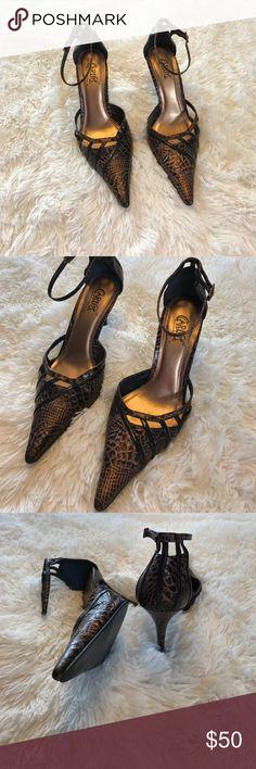 Carlos Santana retro snake skin heels size 8.5 Carlos Santana retro snake skin pointed toe heels size 8.5 in great condition. Hardly any wear at all. Carlos Santana Shoes Heels