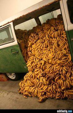 Ein Laster voller Bananen