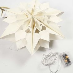 A large and shining Star made from Paper Bags Christmas Star, Christmas Is Coming, Christmas Crafts, Led A Pile, Papier Diy, Idee Diy, Paper Stars, Shining Star, Craft Items