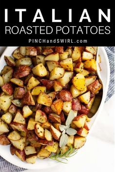 Just 5 simple ingredients and 15 minutes of prep to make zesty, crispy, authentic Italian Roasted Potatoes in your oven with this easy recipe! Potluck Side Dishes, Side Dishes Easy, Side Dish Recipes, Quick Healthy Meals, Healthy Breakfast Recipes, Easy Meals, Potato Varieties, Rosemary Recipes, Italian Roast