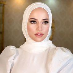 Wedding Hijab Styles, Fancy Wedding Dresses, Muslim Wedding Dresses, Muslim Brides, Designer Wedding Dresses, Muslim Girls, Muslimah Wedding Dress, Bridal Makeup Looks, Beautiful Hijab