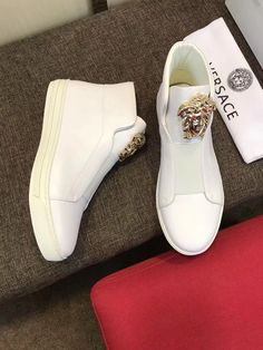 Versace boots men sneaker shoes,瓦萨琪高帮男鞋 please contact more designs and details. Welcome the wholesaler and reseller from globe. Versace Mens Shoes, Versace Boots, Versace Purses, Gucci Mens Sneakers, Versace Sneakers, Cute Sneakers, New Sneakers, Sneakers Fashion, Fashion Shoes
