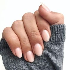 Nail Shapes - My Cool Nail Designs Rounded Acrylic Nails, Rounded Nails, Acrylic Nail Shapes, Nails Now, Nagellack Trends, Manicure Y Pedicure, Trim Nails, Dipped Nails, Short Nail Designs