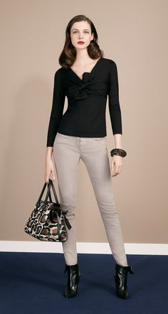 Long-sleeved top in stretch cotton jersey with non-removable decorative bow to the front.