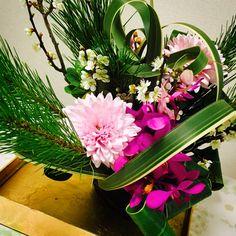 12月 迎春のアレンジ Flower Arrangements, Flowers, Plants, Floral Arrangements, Plant, Royal Icing Flowers, Flower, Florals, Floral