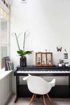 Home Tour: Nordic Simplicity Piano Living Rooms, Living Room Decor, Piano Room Decor, Music Corner, Digital Piano, Room Interior Design, Nordic Interior, Modern Room, Modern Spaces