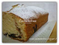 Ricetta semplicissima quella del plumcake, per colazione, per merenda, sempre buono e soprattutto sofficissimo con all'interno tanta n...