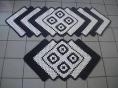 Resultado de imagem para tapete de croche em formato de l