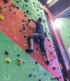 I spent the last Sunday climbing. I'm (sort of) getting addicted to it. A perfect way to disconnect of the intense weekly studying. I think I will do of it my perfect Sunday activity. Getting higher and better and stronger. I love it.