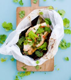 Thai Fish Fillets Steamed in a Bag, Papillote Fish Recipes, Seafood Recipes, Asian Recipes, Cooking Recipes, Cooking Fish, Ocean Perch Recipes, Salmon Recipes, Seafood Dishes, Fish And Seafood