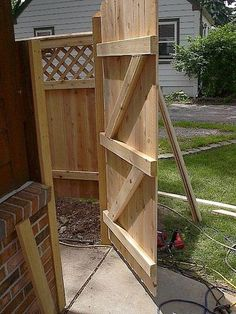 Simple and Impressive Ideas Can Change Your Life: Backyard Fence Gate Ideas Modern Fence Technologies East Troy Wi.Fencing Ideas For Livestock. Front Yard Fence, Diy Fence, Fence Landscaping, Fenced In Yard, Fence Ideas, Small Fence, Gate Ideas, Horizontal Fence, Pallet Fence